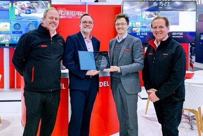 Riedel presents Melbourne Conference and Exhibition Centre with Appreciation Award