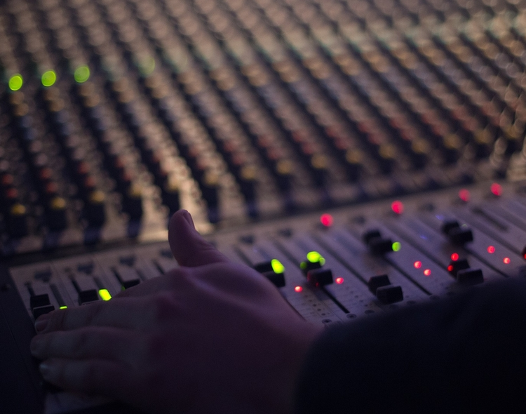 Moving Head Professional Lighting and Lighting Consoles Market Worth $1.7 Billion